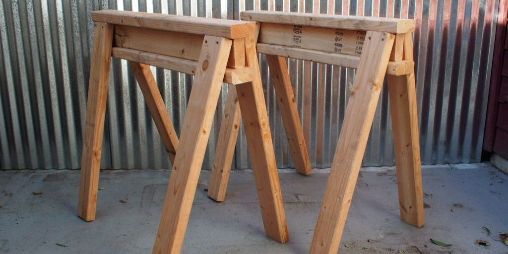 How to Build Simple, Stackable Sawhorses From a Few 2 x 4s