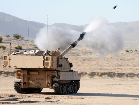 Combat vehicle, Military vehicle, Tank, Pollution, Self-propelled artillery, Smoke, Military, Army, Military organization, Gun turret,