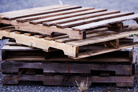how to take apart a pallet, recyling a pallet, upcycling a pallet