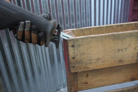 how to take apart a pallet, recycling a pallet, upcycling a pallet
