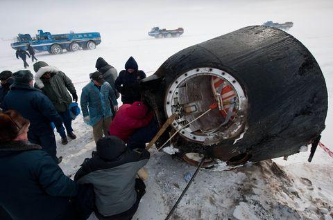 Winter, Automotive tire, Auto part, Freezing, Snow, Ice, Combat vehicle, Military vehicle, Ice cap, Self-propelled artillery,