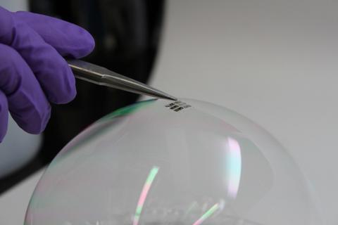 mit-thin-solar-cells.jpg