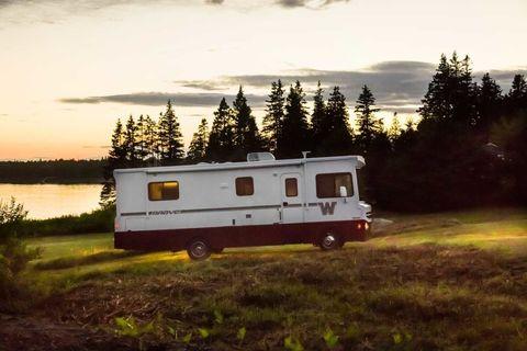 Automotive exterior, Plain, Rural area, RV, Grassland, Evening, Travel trailer, Sunset, Prairie, Caravan,