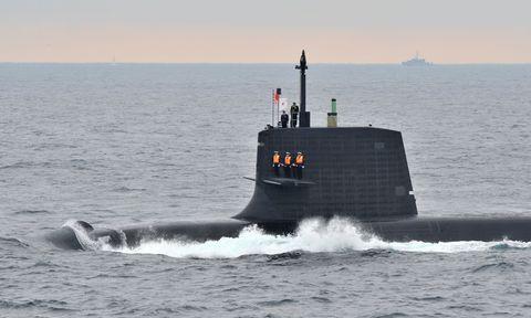 Body of water, Water, Waterway, Ballistic missile submarine, Liquid, Ocean, Submarine, Horizon, Sea, Wave,