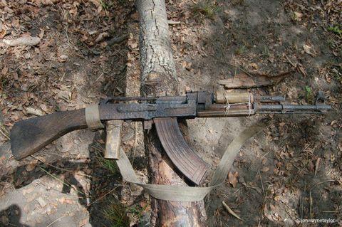 Machine gun, Iron, Metal, Air gun, Gun barrel, Shotgun, Trigger, Gun accessory, Rust, Pipe,
