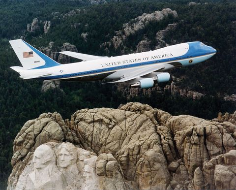31d9708e0 SAM 28000, one of the two Boeing 747s used as Air Force One, flying over  Mount Rushmore in February 2001.