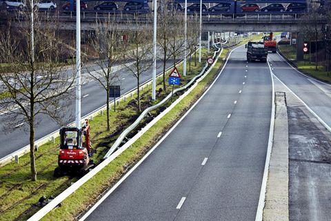 Motor vehicle, Road, Mode of transport, Transport, Infrastructure, Road surface, Asphalt, Lane, Highway, Thoroughfare,