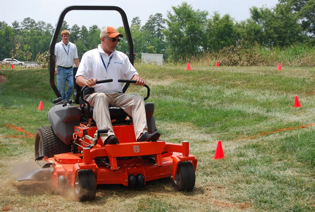 How to Drive a Zero-Turn Lawn Mower