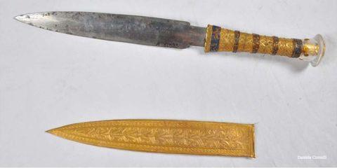 Tan, Metal, Blade, Bronze, Natural material, Dagger, Tool, Brass, Antique tool, Knife,