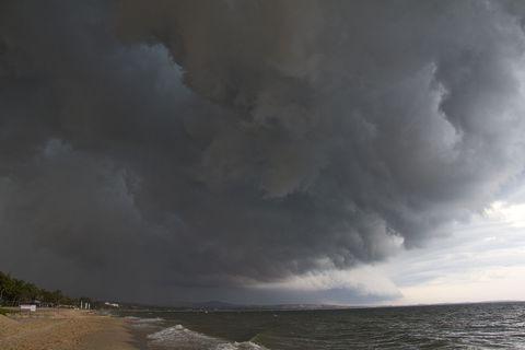 Atmosphere, Cloud, Coastal and oceanic landforms, Atmospheric phenomenon, Storm, Ocean, Cumulus, Coast, Wind, Sea,