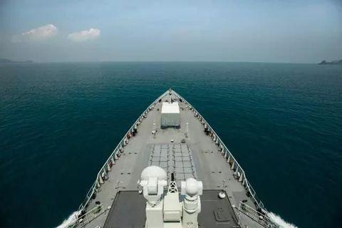 Body of water, Watercraft, Water resources, Water, Waterway, Boat, Fluid, Naval architecture, Horizon, Ocean,