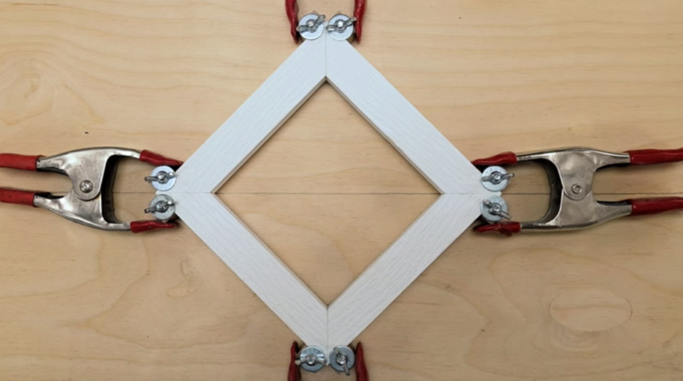 An Easy Way To Clamp Corners When You\'re Building a Picture Frame