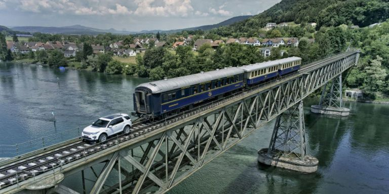 Here's a Land Rover Towing a 120-Ton Train