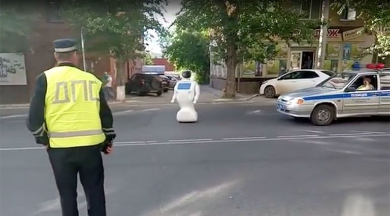 Russian Robot Escapes From Its Lab and Starts Wandering the Streets