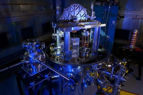 Majorelle blue, Engineering, Machine, Industry, Electric blue, Factory, Automotive engine part,