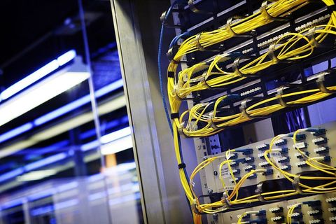 Yellow, Electric blue, Engineering, Networking cables, Majorelle blue, Parallel, Server, Cable, Cable management, Electricity,