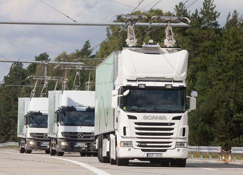 Motor vehicle, Mode of transport, Transport, Automotive design, Truck, Automotive mirror, trailer truck, Overhead power line, Tree, Windscreen wiper,