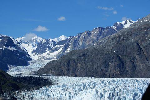 Mountainous landforms, Mountain range, Highland, Winter, Mountain, Valley, Snow, Glacial landform, Freezing, Arête,
