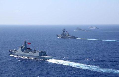 Watercraft, Naval ship, Boat, Water, Navy, Warship, Horizon, Destroyer, Ship, Naval architecture,