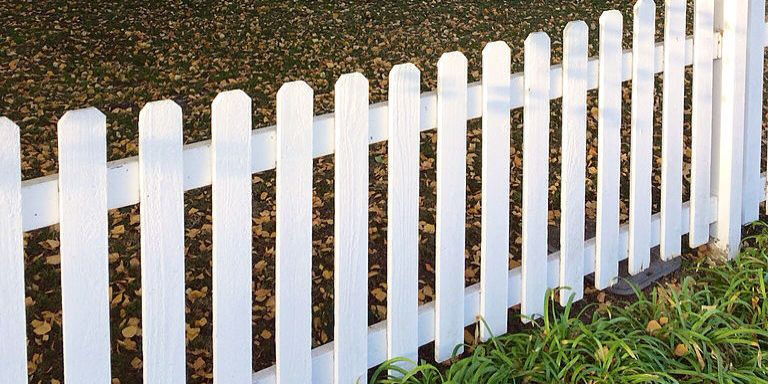 How To Build A Fence Easy Diy Fence Building Plans