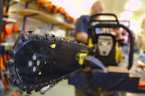 How to Tighten a Chainsaw Chain | Chainsaw Maintenance