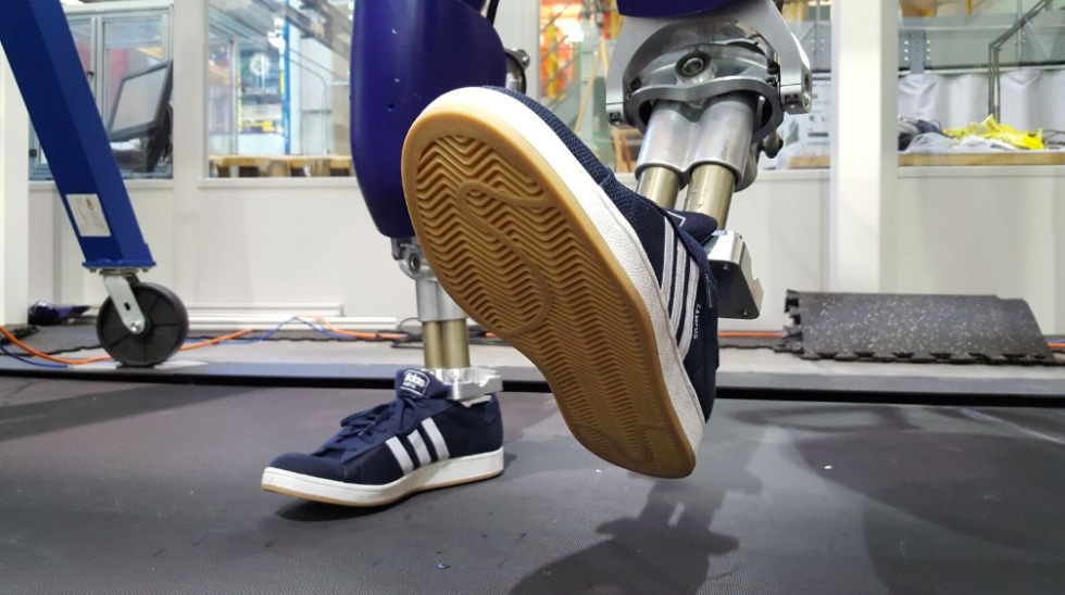 Sneakerhead Robot Ditches Flat Feet for Arches