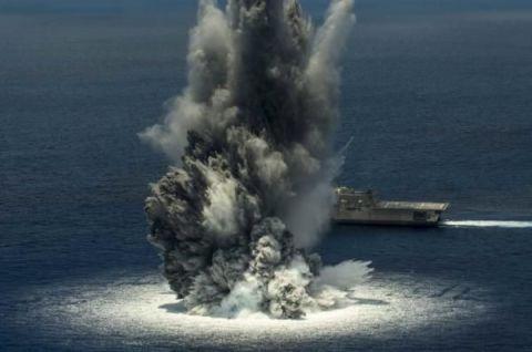 Watercraft, Liquid, Boat, Sea, Ship, Naval ship, Naval architecture, Pollution, Warship, Water transportation,