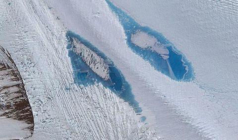 Blue, Winter, Slope, Freezing, Aqua, Azure, Snow, Geological phenomenon, Electric blue, Teal,