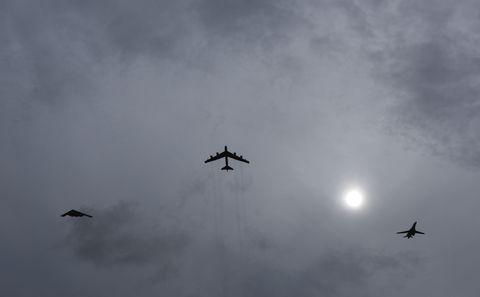 Sky, Daytime, Atmosphere, Cloud, Atmospheric phenomenon, Aircraft, Flight, Aviation, Grey, Wing,