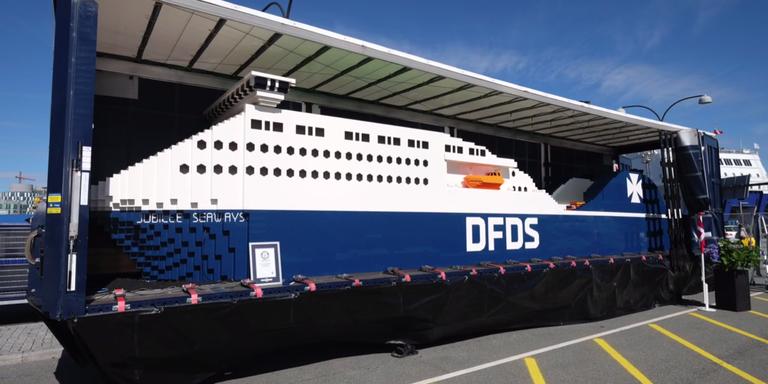 Behold A Foot Ton Ship Made Of Legos - Biggest lego ship