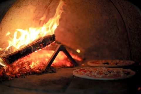 How to Build a DIY Wood-Burning Brick Pizza Oven
