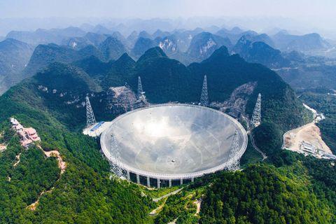 Mountainous landforms, Mountain, Antenna, Landmark, Sky, Bird's-eye view, Technology, Mountain range, Aerial photography, Electronic device,