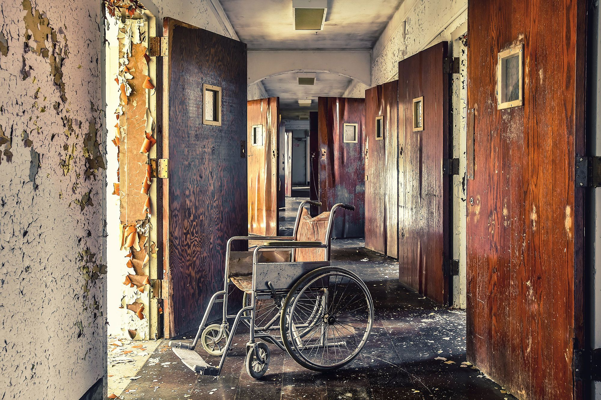 20 Haunting Photos Of Abandoned Asylums In The United States