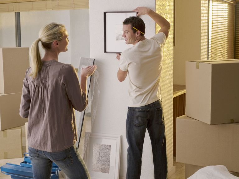 How to hang a picture hang a picture right the first time getty imageschris ryan solutioingenieria Images