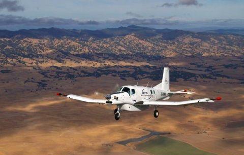 Airplane, Aircraft, Mountainous landforms, Aviation, Mountain range, General aviation, Aerospace engineering, Highland, Propeller-driven aircraft, Propeller,