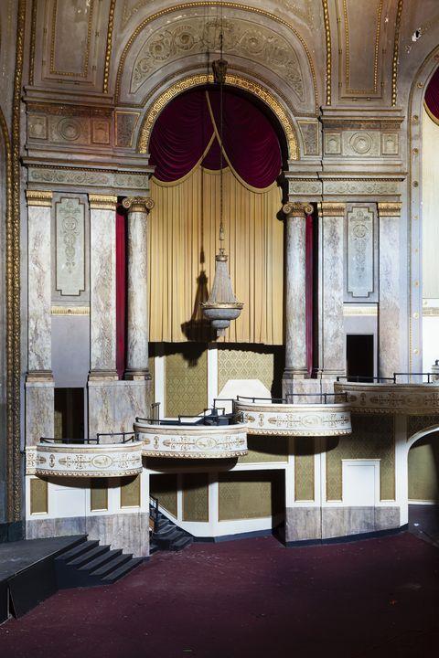 Diseño de interiores, Arquitectura, Sala, Columna, Luminaria, Moldura, Arquitectura clásica, Instituto religioso, Lugar de culto, Arco,