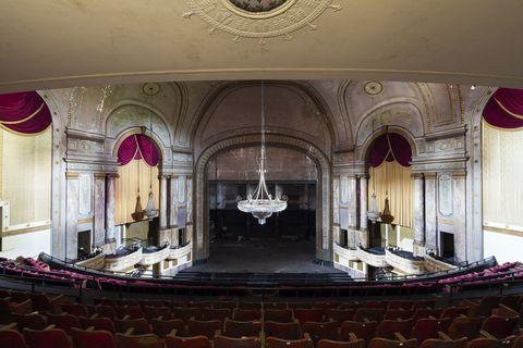 Diseño de interiores, Sala, Techo, Lámpara, Escenario, Diseño de interiores, Teatro, Auditorio, Calefactor, Lugar de la música,