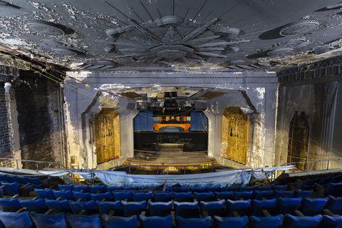 Sala, Techo, Diseño de interiores, Escenario, Teatro, Auditorio, Calefactor, Sala de actos, Centro de artes escénicas, Lámpara,