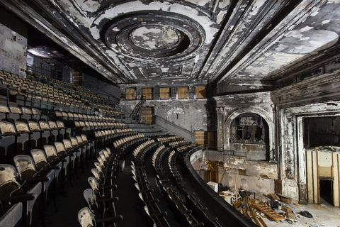 19 Eerie Photos Of America S Abandoned Theaters