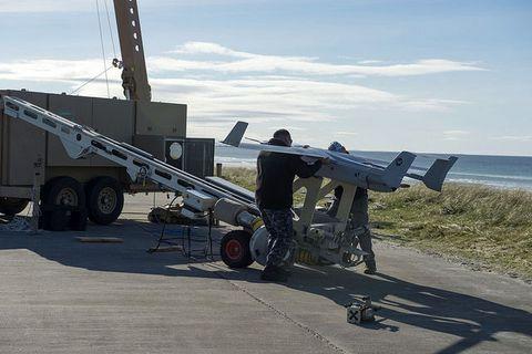 Wheel, Crane, Machine, Employment, Rolling, Crew, Aircraft, Aerospace engineering,