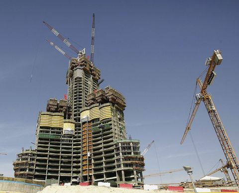 constructing Burj Khalifa