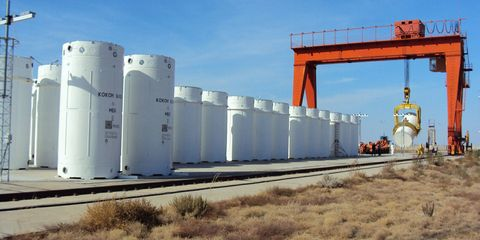Sky, Infrastructure, Engineering, Composite material, Gas, Cylinder, Pipe, Machine, Steel, Prairie,