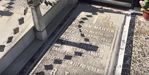 Cemetery, Memorial, Grave, Headstone, Commemorative plaque, Shadow, Stele, Granite,