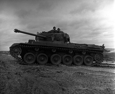 Tank, Wheel, Combat vehicle, Mode of transport, Military vehicle, Self-propelled artillery, Monochrome photography, Auto part, Monochrome, Black-and-white,