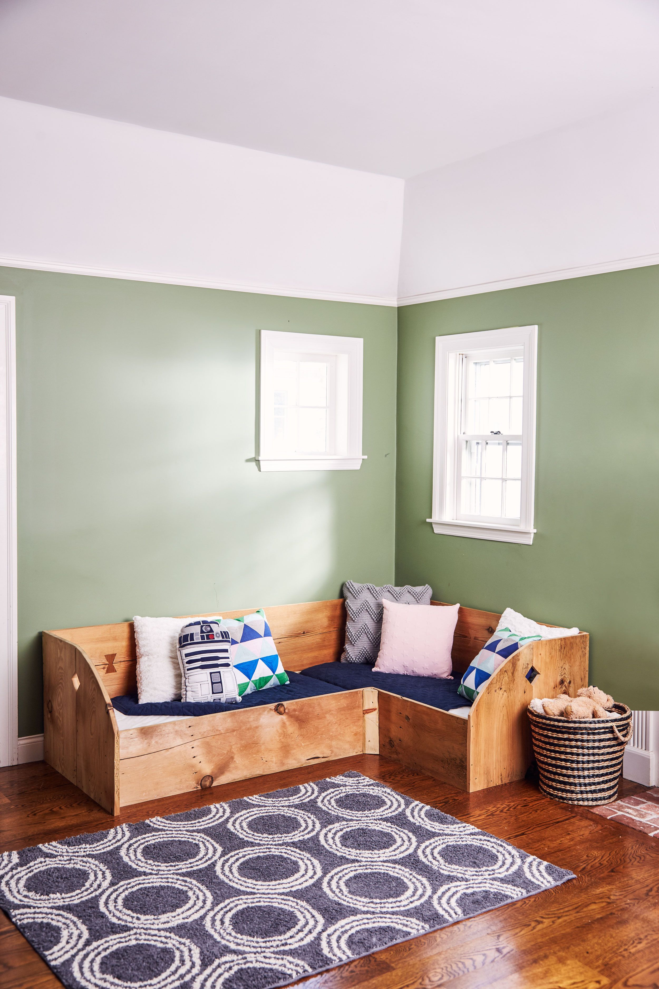 How to Build a Kid\'s Bed for a Small Space