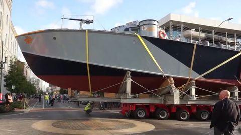 Transport, Watercraft, Boat, Naval architecture, Asphalt, Ship, Composite material, Concrete, Pedestrian, Tar,