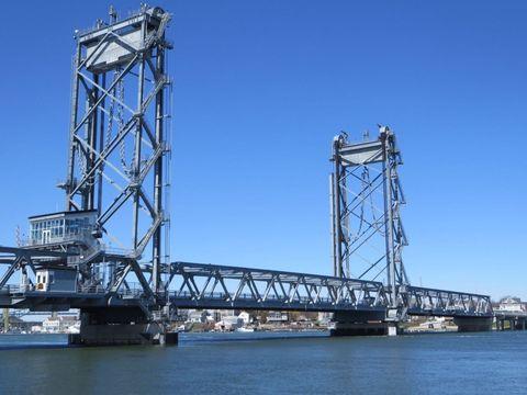 New Hampshire Memorial Bridge