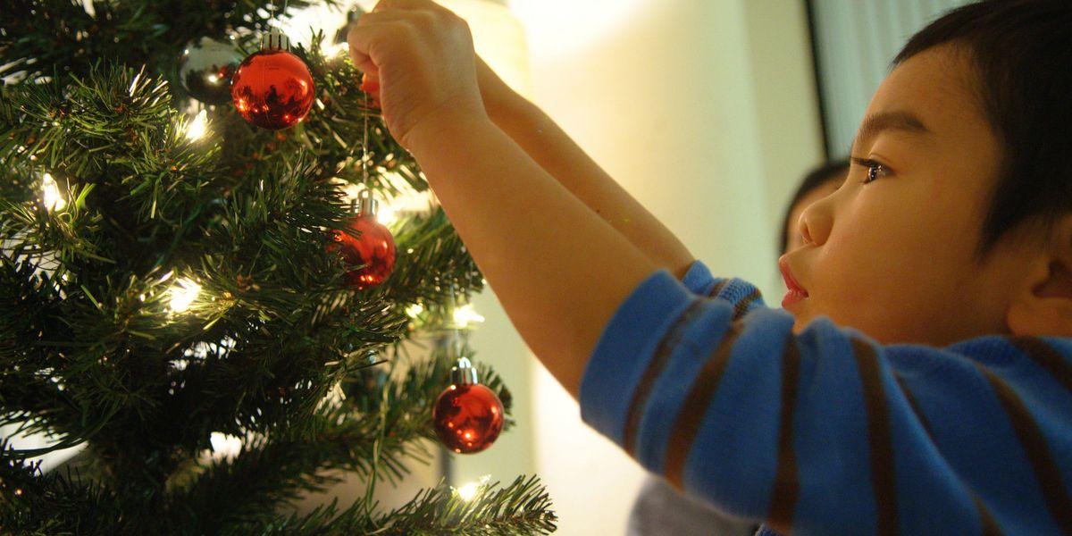 How to Hang Christmas Lights - How to Put Lights on a ...