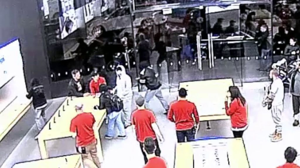 Watch the Same Apple Store Get Robbed Twice in 5 Days