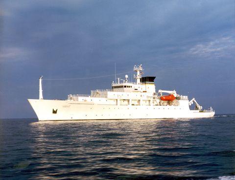 Liquid, Water, Fluid, Boat, Horizon, Naval architecture, Ocean, Watercraft, Sea, Ship,